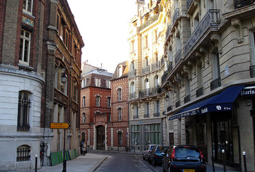Paris_-_Rue_Chanoinesse_01